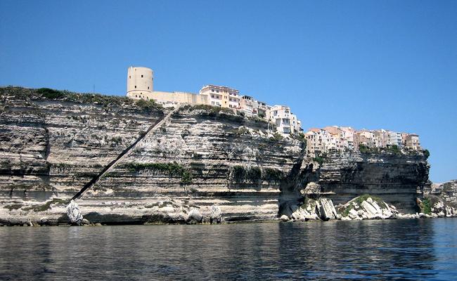 Bonifaco : une ville incontournable pour des vacances en Corse